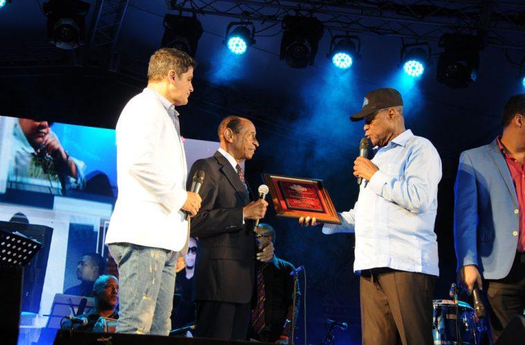 Vinicio Franco 460 merengues en 57 años de carrera