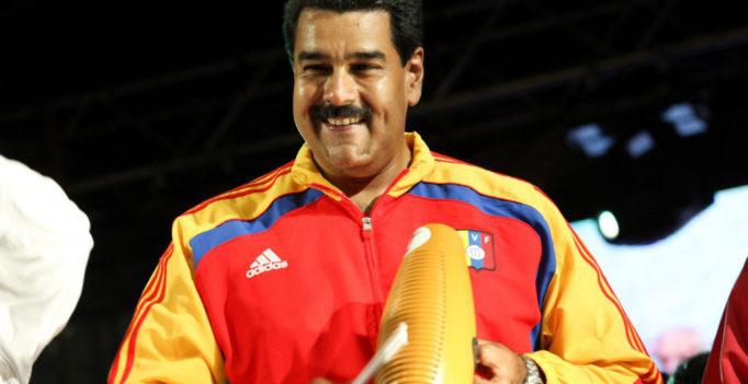 Con esta desfachatez baila Nicolas Maduro salsa
